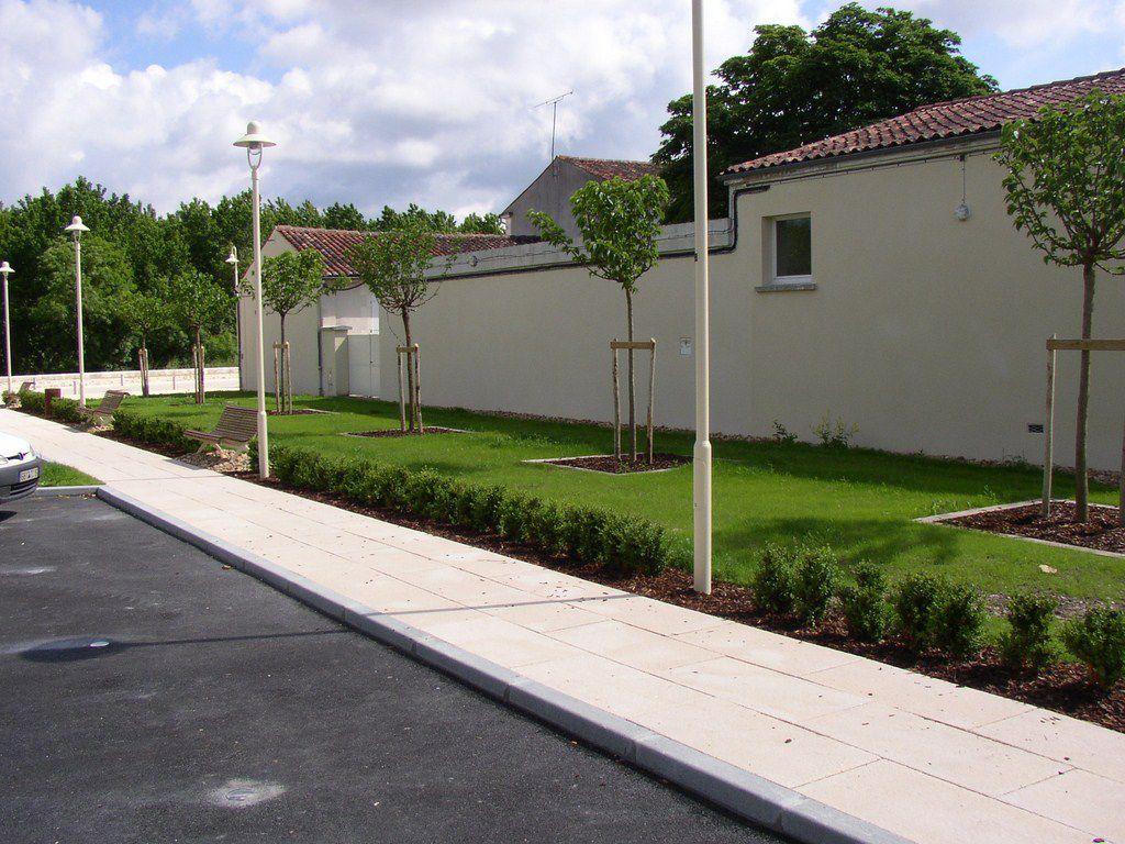 Merpins paysages et p pini res for Entretien jardin charente